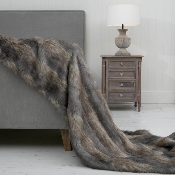 Stripy Wolf XL Luxury Faux Fur Throw